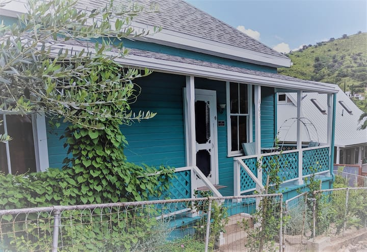 Charming Cottage in the heart of Old Bisbee