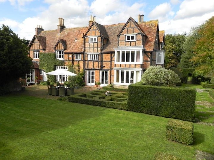 The Grange - wonderful historic house, sleeps 12