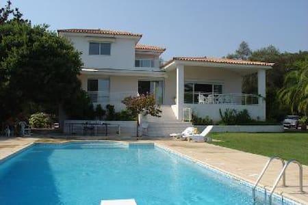 Grande villa au calme vue mer, proche centre ville - Ajaccio