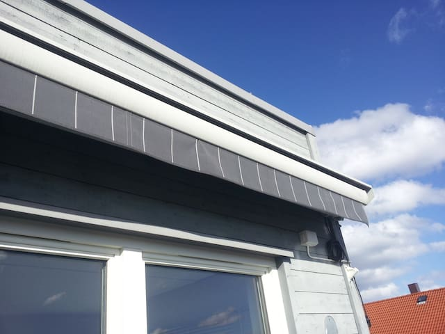 Electric awning that protects you from the sun