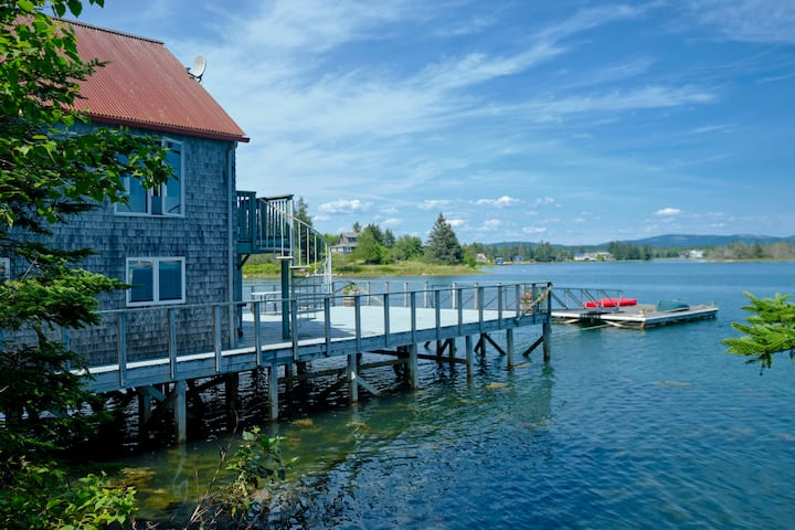 Tidewatch- harborside cottage, unparalleled views