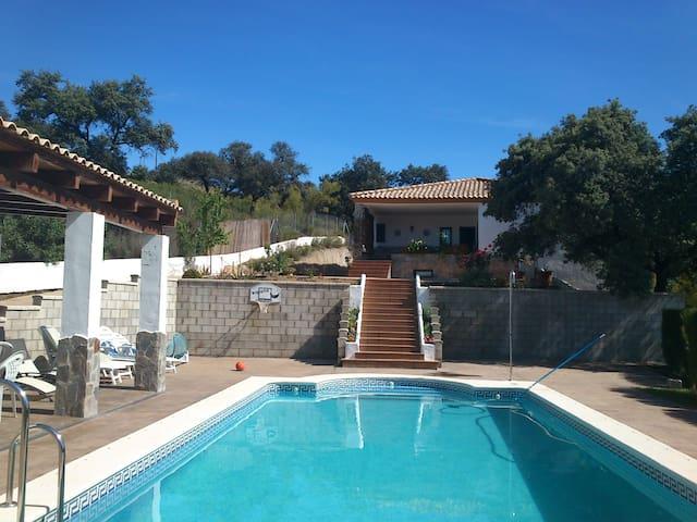 Gran casa de campo/chalet  piscina - Guillena - วิลล่า