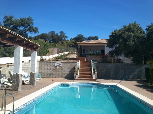 Gran casa de campo/chalet  piscina - Guillena - Vila