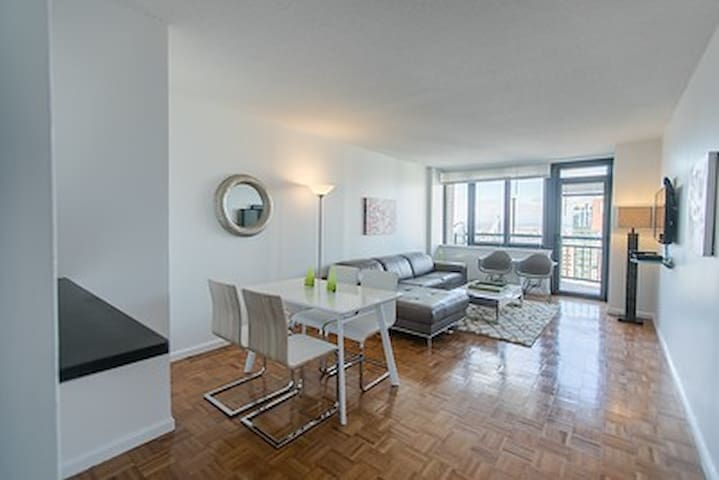 1 BEDROOM / HIGH FLOOR / BALCONY /COLUMBUS CIRCLE