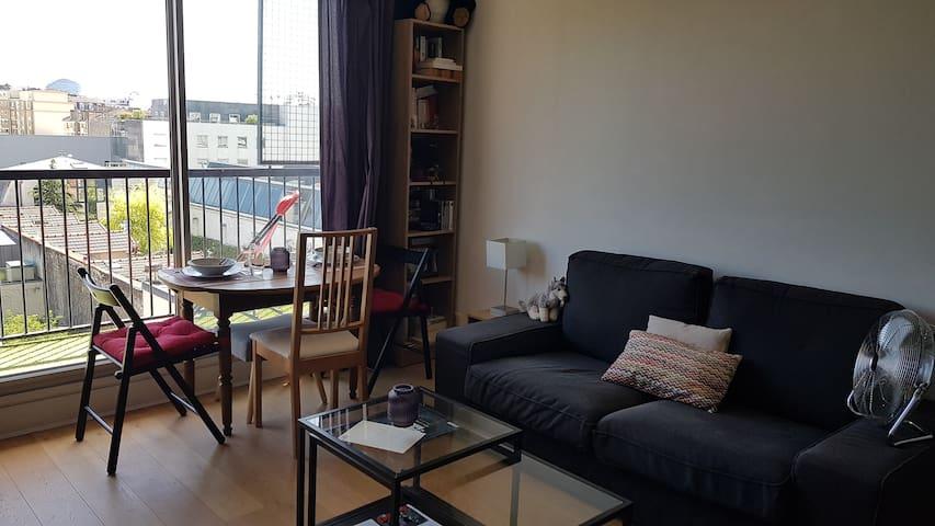 Studio calme et lumineux avec balcon à Boulogne