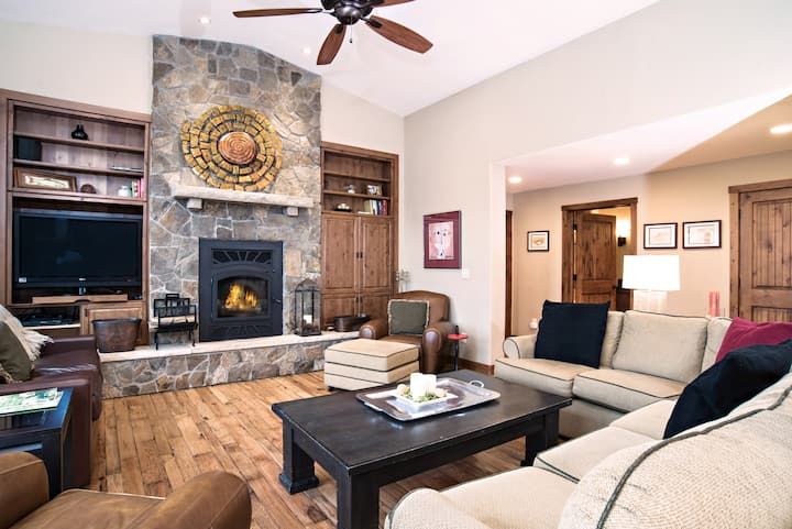 5 Bedroom Home w/ 2 Fishing Badges! 24 Mi to Aspen