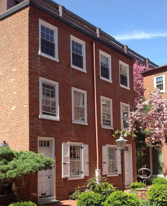 3 Bedroom House For Rent In Philadelphia: Old City, Historic House, Courtyard, 2 Bedrooms