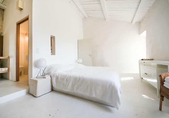 La Luberon: the suite / La suite