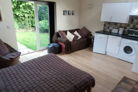 Self-contained Annexe flat next to New Forest. - Cadnam