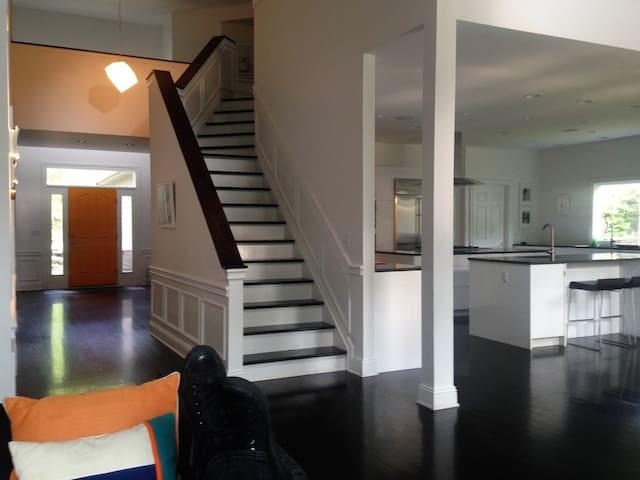 Modern Oasis - Beachwood - Casa