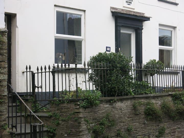 Central Kingsbridge apartment with a garden
