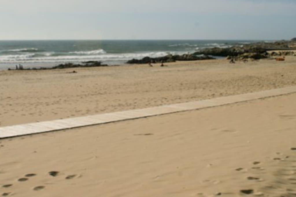 Praia a dois passos de casa, a verdadeira qualidade de vida! Beach near house, real life quality