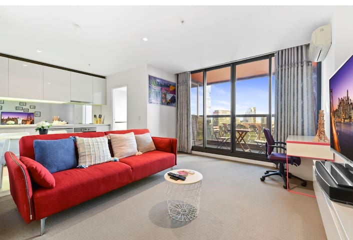 CBD 2BR 23th Floor Apartment with Spectacular View