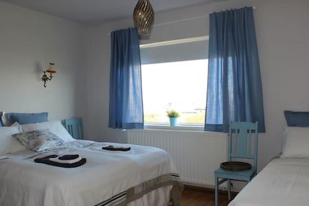 Double/Triple room in a lovely B&B - Stykkishólmur
