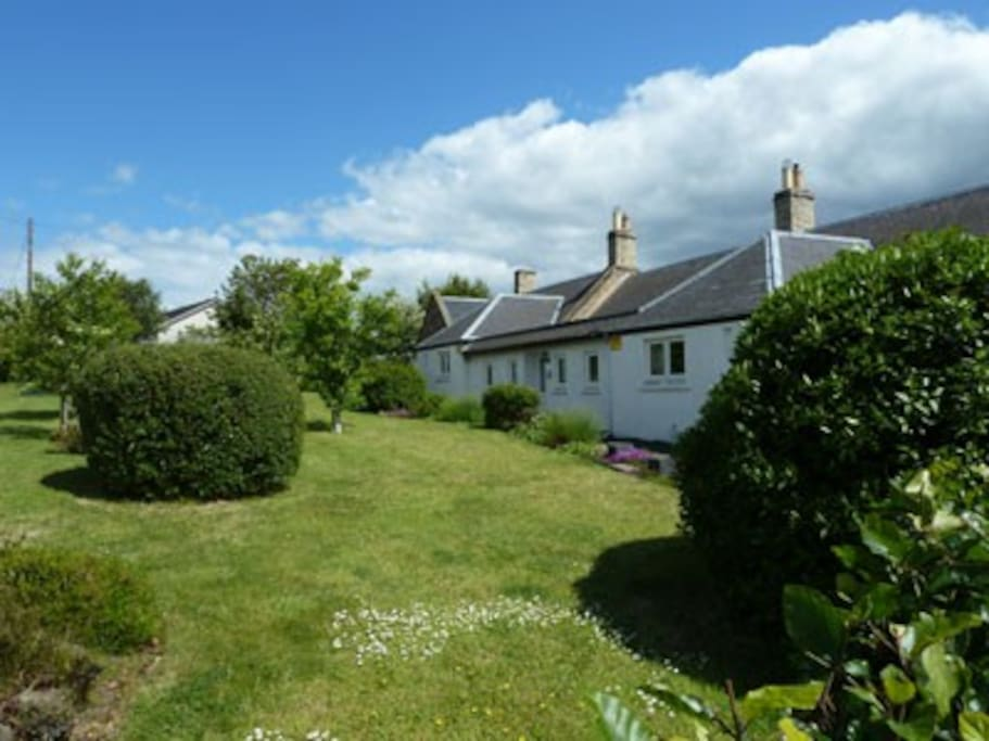 Babingtons Cottage with stunning views over the Cheviot & Lammermuir Hills