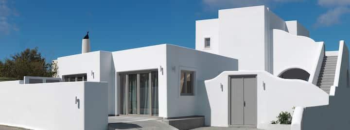 R 1299 Anatole Villa Joy | 2 Bedroom Villa with Private Swimming Pool With Garden View & Netflix