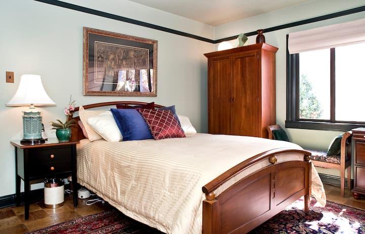Posh Castro Suite w/ Private Bath