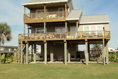 Beautiful 3BD 3Bath beach house - Galveston - Hús