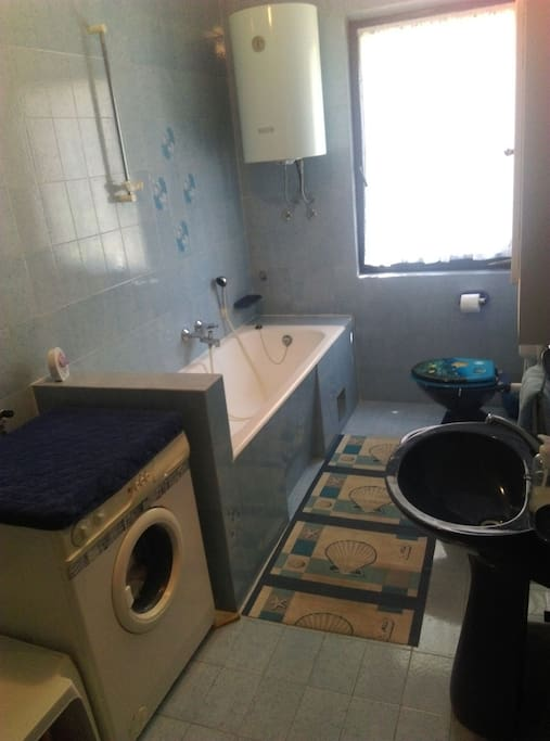 Shared bathroom for 2 room