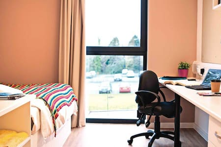 Business or pleasure, come and stay with us! - Ayr
