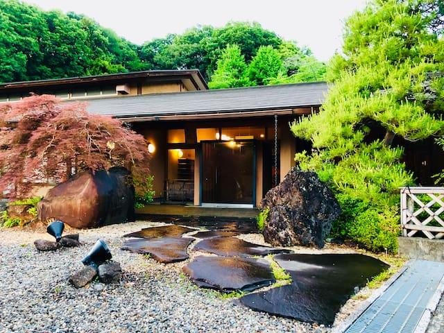 無料坐禅体験とサムライ寺に泊まってみる。 Samurai temple hotel.