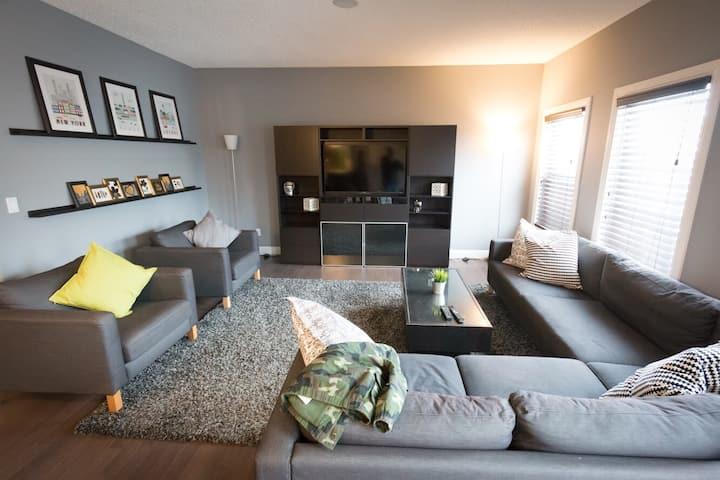3 Bed, 2.5 Bath, South Edmonton House - Long Term