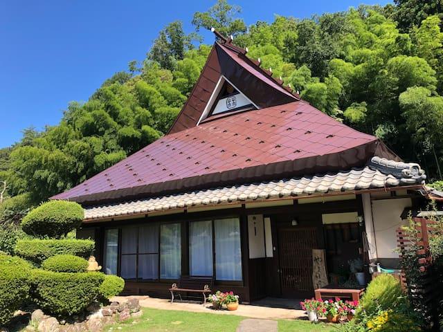 古民家ゲストハウスやまぼうし 丹波篠山市街地より車で約20分 大人数グループ、ファミリーに人気!