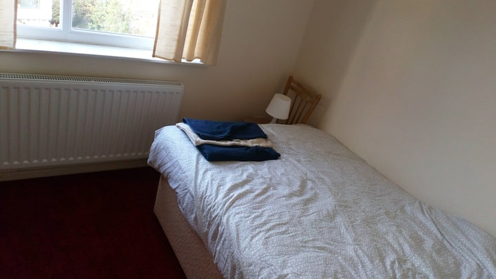 Double room in quiet family home