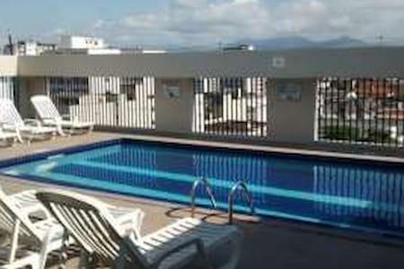 Apartamento com piscina no centro de São Vicente!