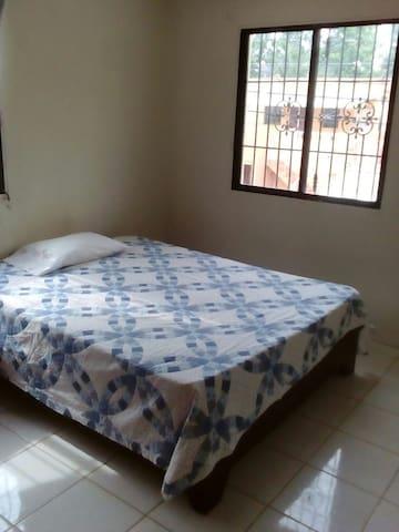 Habitación privada con baño - Santo Domingo Este - Apartamento