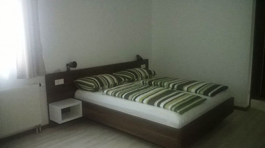 Large room with terrace, 3 min frm Plitvice - Plitvička Jezera - Rumah