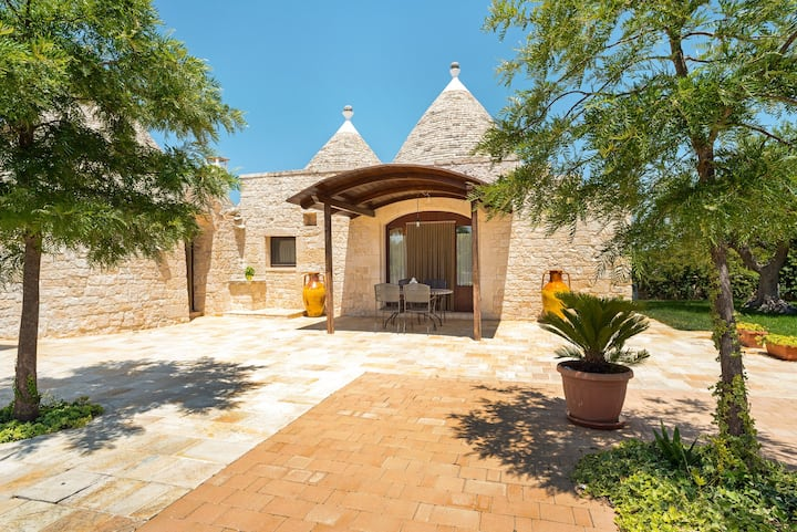 Rustic villa with private garden, courtyard, and private seasonal pool!