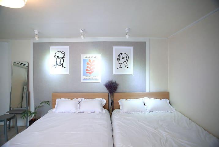 5 Min Hongik Stn# Sale# Free WiFi# Brittany House3