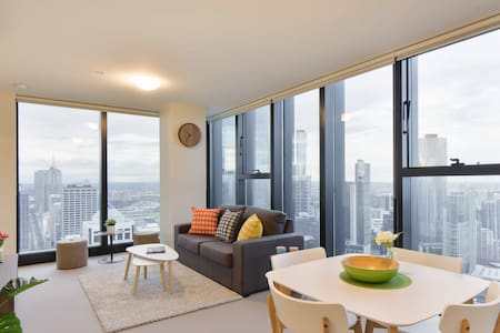 Heart location  2BR with views and free parking - Wohnung