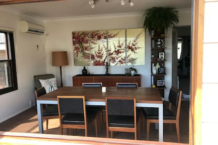 Tranquil 4BR Coogee bungalow with views