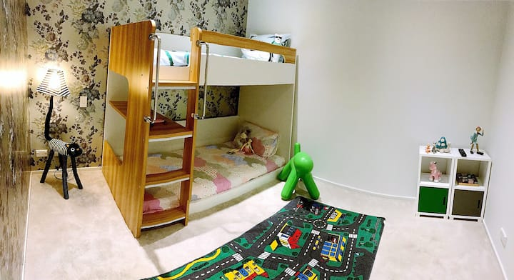 Family Room - Queen and Bunk