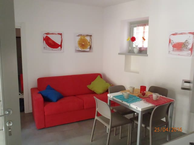 Casa Clelia- Red Apartment - Colico Piano - Apartamento
