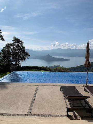 Hermosa Casa con espectacular vista al Lago.