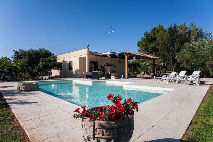 Villa di campagna con piscina super-relax m137