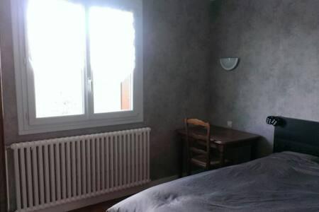 Chambre au calme dans maison - Lons-le-Saunier - Talo