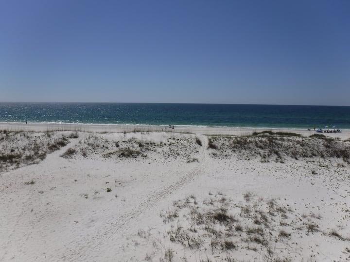 Pristine 4 BR/3.5 BA Home on Beach w/pool