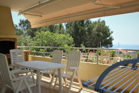 Apartment Mediterraneo with private Garden & BBQ