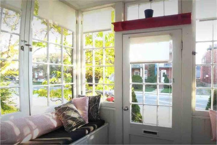 Chambre dans une jolie maison à proximité de tout!