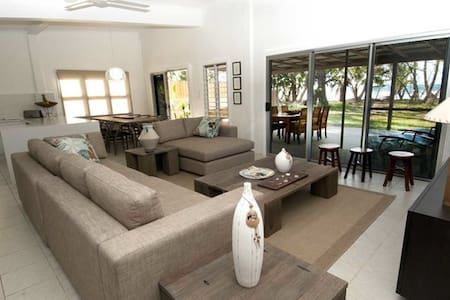 Mission Belle, beach front beauty - Mission Beach - Rumah