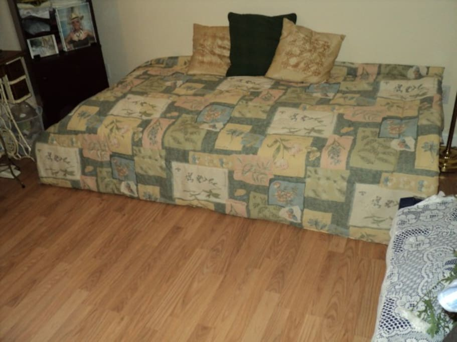 3e chambre lit simple / 3rd bedroom twin size bed