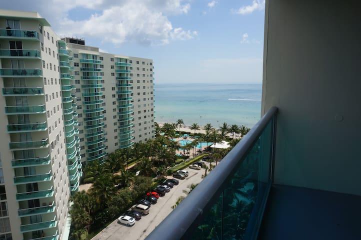 ☼Direct beach access, Sleeps 5 +baby☼$10/d parking