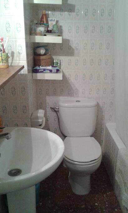 Baño. Bathroom.
