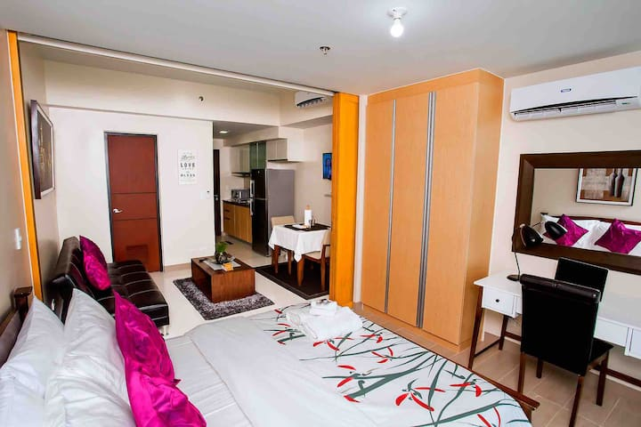 5-Star One Uptown BGC Condo for Work and Family