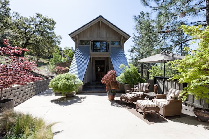 Covered Bridge--Featured on HGTV - Nevada City - Huis