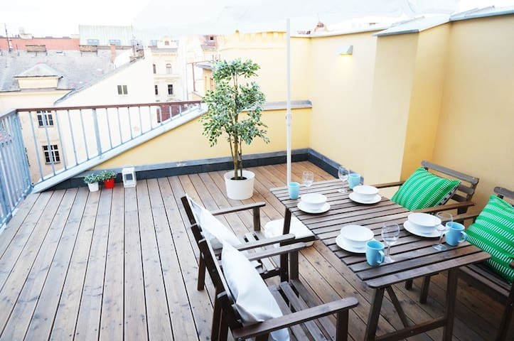 2BR with Terrace in Heart of Prague